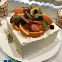 式が終わってからでっかいケーキ頂きました
