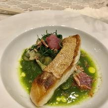 季節野菜のソースと魚のポワレ
