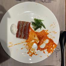 マグロとパプリカの料理
