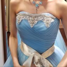 お色直しドレス 胸元装飾アップ