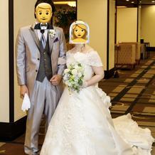 追加料金なしの花嫁ドレスと課金タキシード