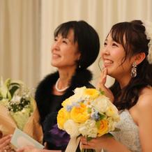 感極まる新婦と新婦母
