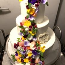 エディブルフラワーのケーキ