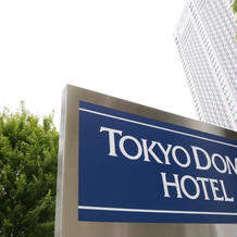 ドームホテル看板とホテル