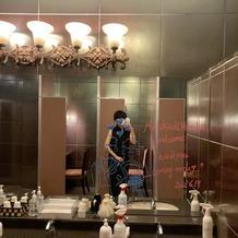 自由にお絵描きできるトイレの鏡