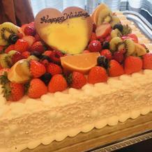 フルーツたっぷりウェディングケーキ