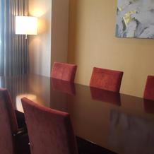 特典宿泊スイートルーム(談笑テーブル)