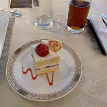 ウェディングケーキのカット
