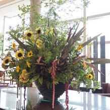 ホテル棟エントランスのお花