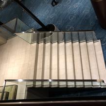 フラワーシャワー、ブーケトスができる階段