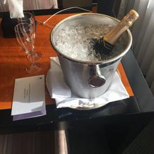 ホテルからお祝いのシャンパン