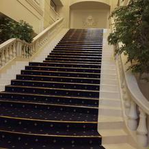 大階段。ここでブーケトスもできる