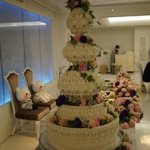 イミテーションケーキ装花あり