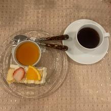 ウェディングケーキとオプションのプリン