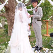 白ドレス・タキシード外部