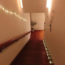階段脇も装飾できる