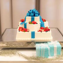 当日のティファニーブルー(?)のケーキ