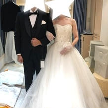 タキシード とウエディングドレス