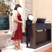 ゲストからピアノと歌のプレゼント