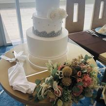 ウェディングケーキ装花
