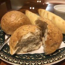 グラハム系の丸パンは中がふわふわでした。