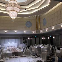 天井が高い披露宴会場