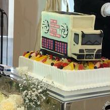 ツアートラックのウエディングケーキ