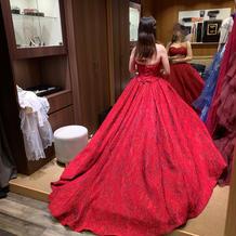 高級感あるジャガードドレス赤