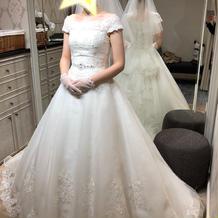 LOVE WEDDING さんの衣装
