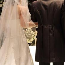 ウェディングドレス、タキシード