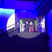 階段からの入場