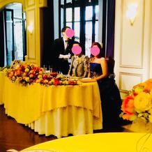 テーブル上のお花がお洒落です