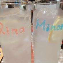 試食時のレモン水、名前入りサプライズ