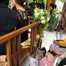 チャペル椅子のお花