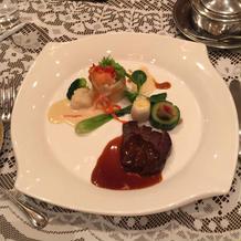 お肉料理とお魚料理のプレート