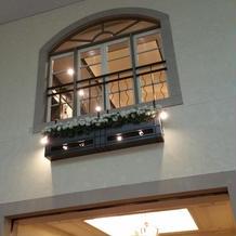 ブーケトスのできる窓