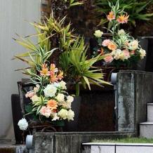階段に飾った花(なくても良かったと思う)