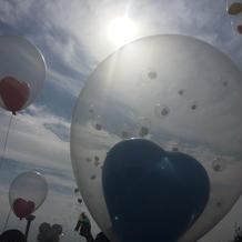 式後、飛ばしたハートの風船。