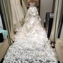 チャペルではすごく映えそうなドレスでした