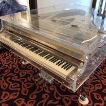 クリスタルのグランドピアノ
