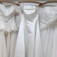 ウェディングドレスはどれも繊細な作り