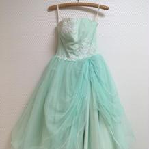 ミントグリーンのさわやかなカラードレス