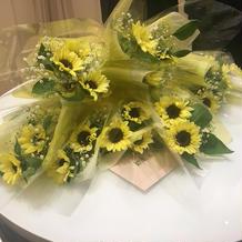 新婦への職場の方からのサプライズの花束