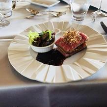 肉料理。ミルフィーユ状で少し食べづらい。