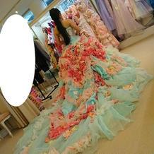 カラードレスの後ろの長さはこのくらい