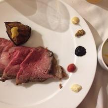 メインの国産牛肉料理
