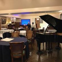 披露宴会場のピアノ