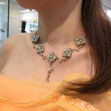 お花のネックレスです。