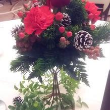 出席者テーブルもクリスマスカラー。
