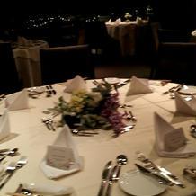 ゲストテーブル7人がけ
